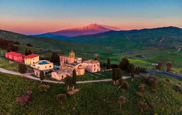 Borgo Giuliano e l'Etna