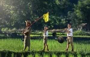 探検する子供たち