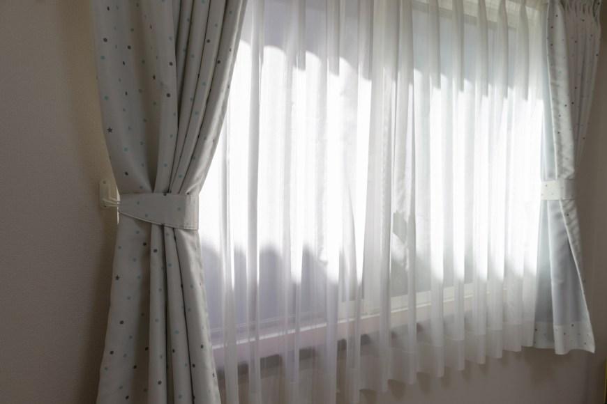 カーテンから差し込む光