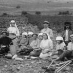 Second_aliyah_Pioneers_in_Migdal_1912_in_kuffiyeh