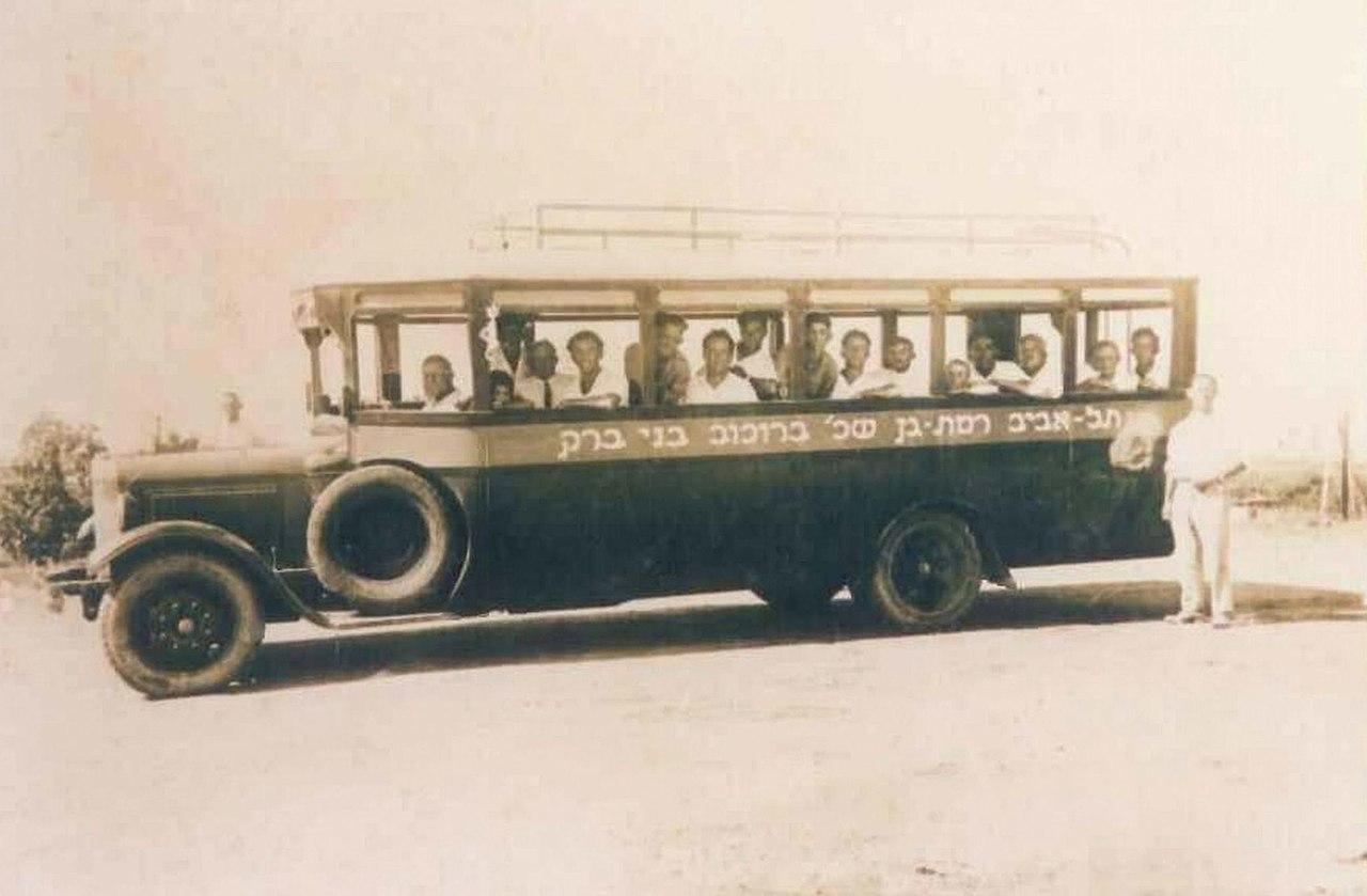 1280px-Bene_Berak_Tel_Aviv_bus_line._1930s_(id.34233302)