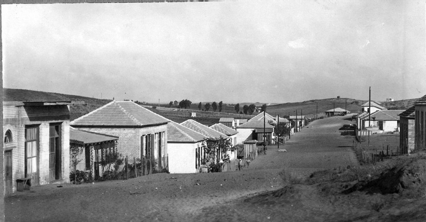 A_street_on_Moshav_Bnei_Brak._1928_(id.15652892)