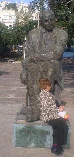 Bialik_statue,_Ramat_Gan