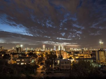 Tel_Aviv_-_תל_אביב_(15845688503)