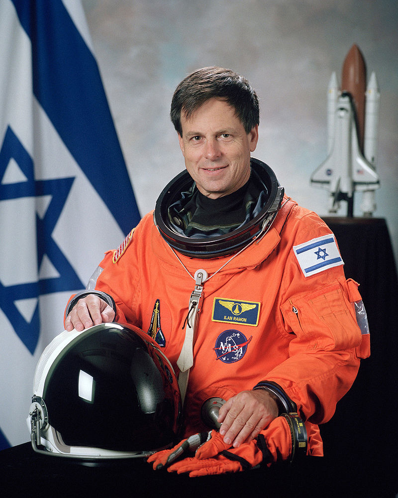 800px-Ilan_Ramon,_NASA_photo_portrait_in_orange_suit