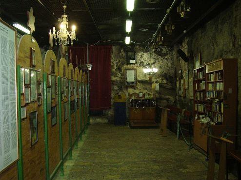 1280px-PikiWiki_Israel_10489_elijahs_cave_in_haifa