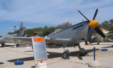 Spitfire-MkIX-hatzerim-1-1 IAF