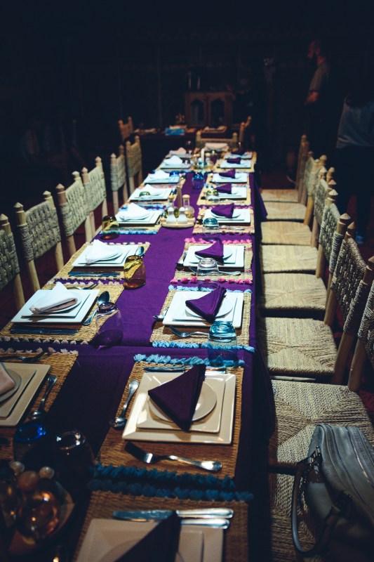 Масата за вечеря в пустинния лагер
