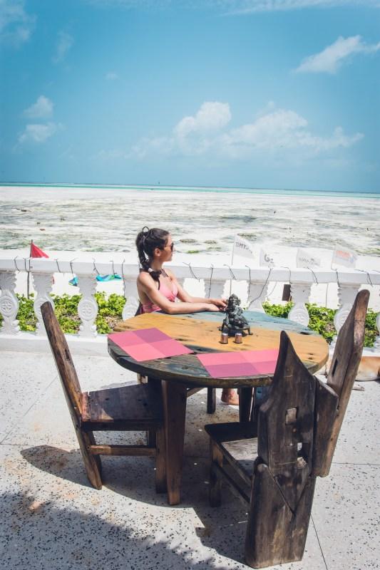 """Ресторант на хотел """"Uhuru Beach"""""""