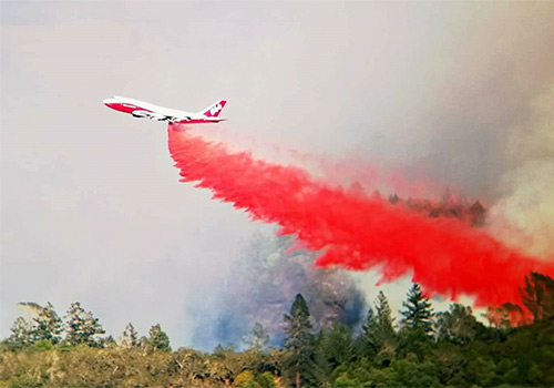 plane-dropping-fire-retardant