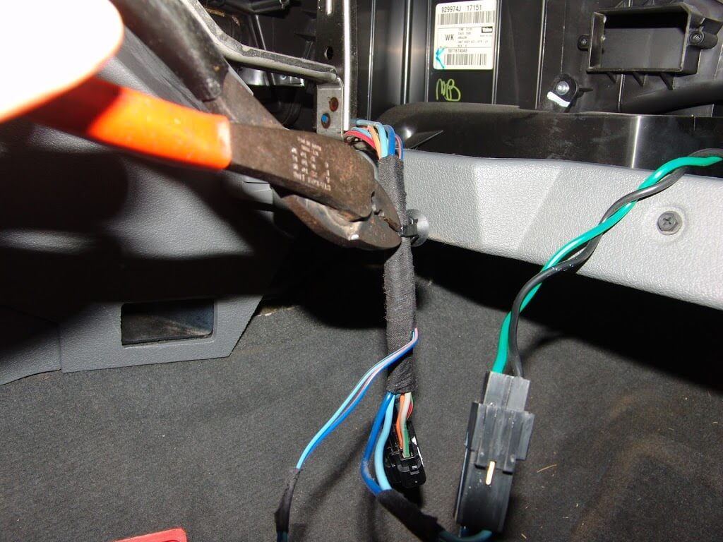 sparky s answers 2006 jeep grand cherokee blower only works on high now that the harness is opened up you can see that the light blue wire that supplies switched ground control to the blower motor has a splice in it