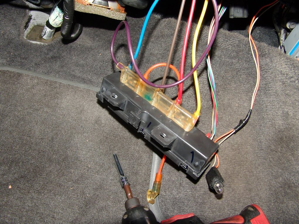 sparky s answers oldsmobile intrigue no a c vent control a quick look at some wiring diagrams i found that the relay assembly only had one power supply wire brown the ignition switched on