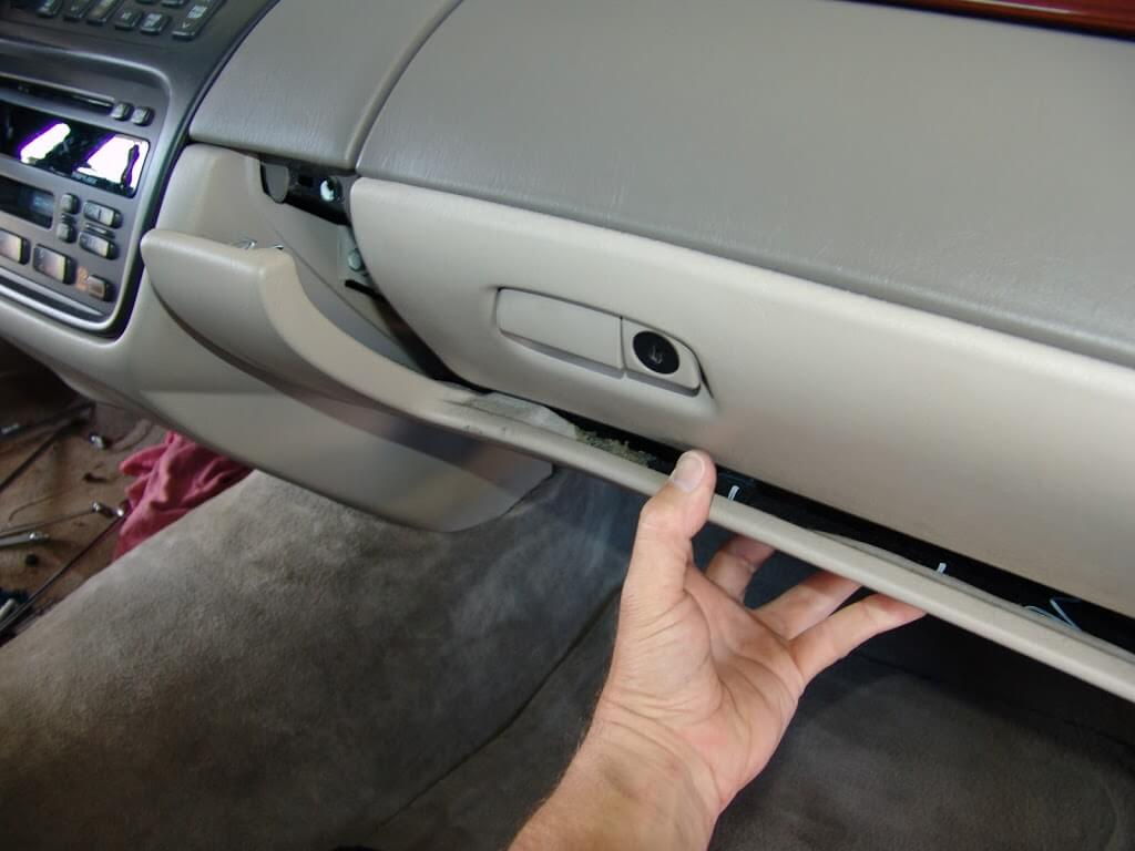 Buick Park Avenue Ecm Fuse Located Questions Answers  van 105 as well Fuse Box For 1997 Chevy Monte Carlo likewise 4f9oi 1993 Buick Lesabre Module Glove Box Help together with Honda Crv 2008 Cigarette Lighter Fuse 2d2d599 in addition Discussion Ds684812. on 2001 buick century fuse box diagram