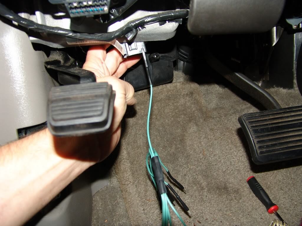 Sparkys Answers 2005 Chevrolet Suburban Instrument Cluster Does 2003 Gmc Yukon Denali Wiring Harness I Removed The White Buss Bar And Located Gray Wire At Terminal G Installed A Test Lead To Insure Good Connection