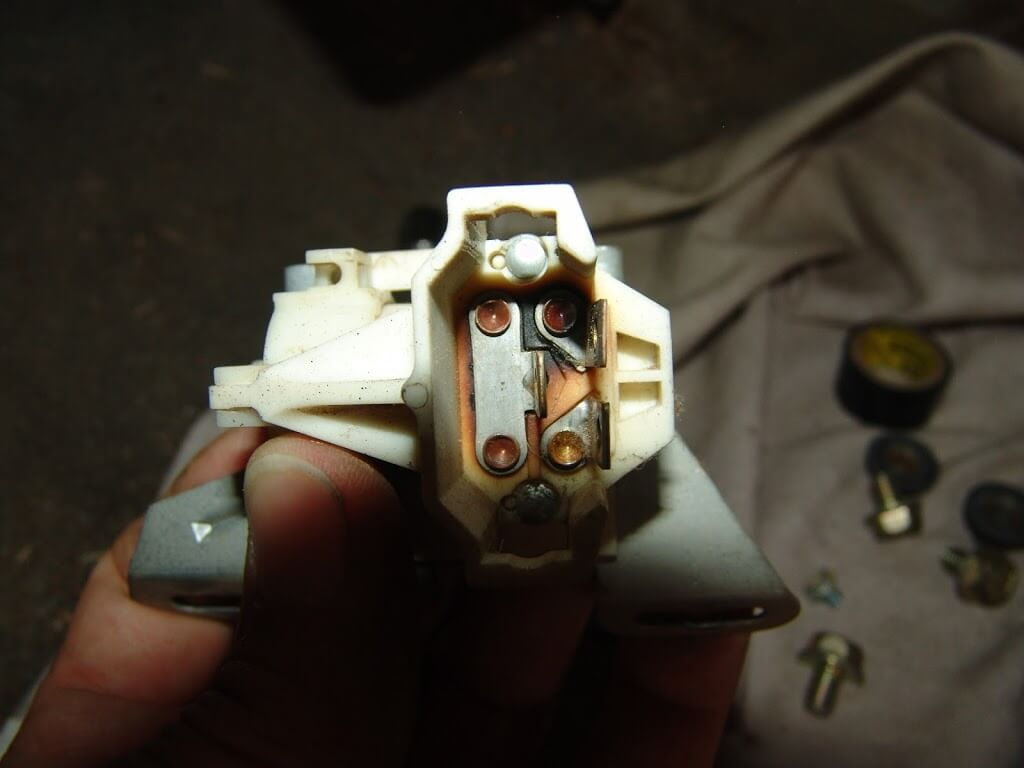 Sparkys Answers 1992 Chevrolet K1500 Pickup No Headlights Truck Yukon Gmc Wiring1991 The Connector Has A Burnt Terminal And Melted Plastic Housing