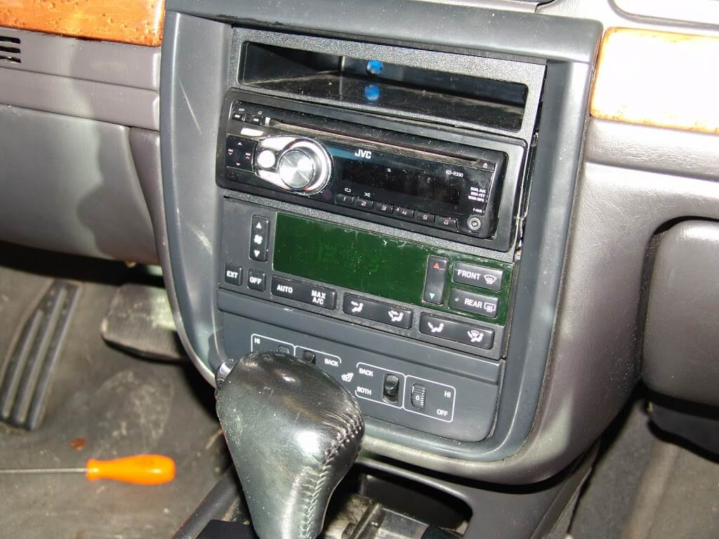 Sparkys Answers 2001 Lincoln Continental Speedometer And Tach Inop Wiring Diagram The Amplifier Wires Were Not Properly Routed Behind Panels