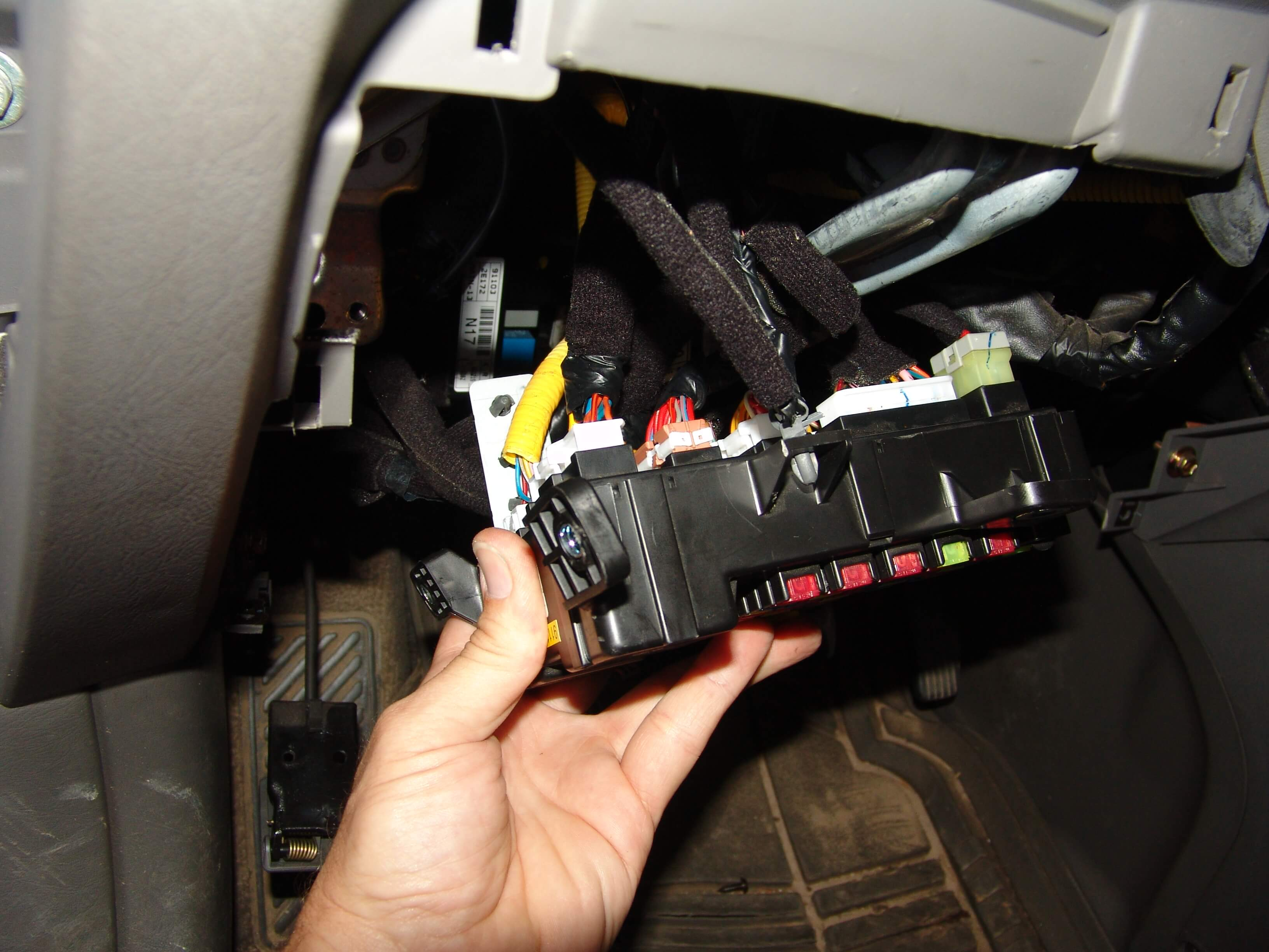 DSC01406 sparkys answers 2006 hyundai tucson, park lights stay on  at et-consult.org