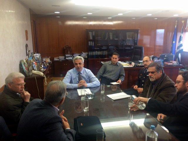 ο γ.γ. Δ. Αναγνωστάκης, με τον δήμαρχο Αγίου Νικολάου Αντώνη Ζερβό, τους Δ. Κουνενάκη και Π. Καρατσή και ο βουλευτής Λασιθίου Μανώλης Θραψανιώτης