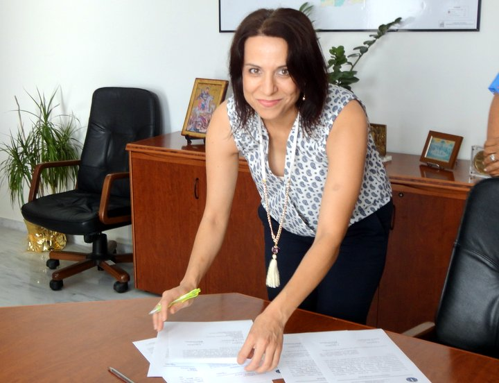 Μαρία Σπινθούρη, απευθύνω τις ειλικρινείς και εγκάρδιες ευχαριστίες μου