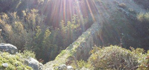 Βανδαλισμοί στο ορειβατικό μονοπάτι από δασάκι Κουτσουρά
