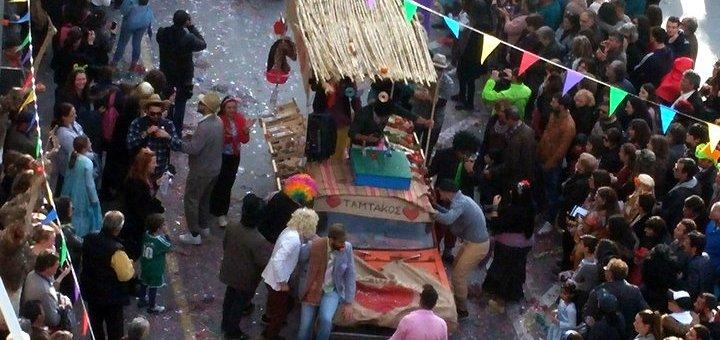Το καρναβάλι απ' το μπαλκόνι