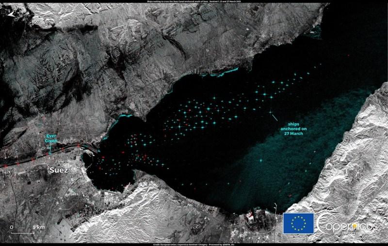320 και πλοία κολλημένα στο Suez