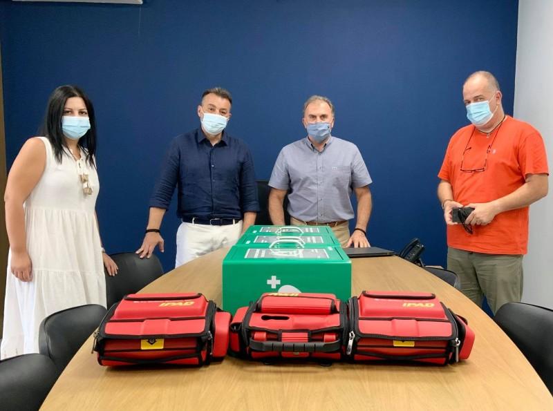 Δωρεά τριών απινιδωτών στον δήμο Ιεράπετρας από την εταιρεία σύγχρονα νεφρολογικά κέντρα «Άγιος Παντελεήμονας»
