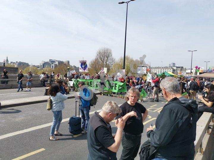 Οι Extinction Rebellion, αναστατώνουν το Λονδίνο