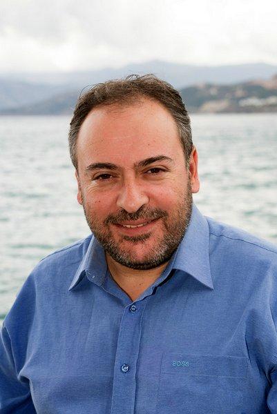"""Ο Μιχάλης Ατσαλάκης είναι δημοσιογράφος. Υποψήφιος Ευρωβουλευτής με το συνδυασμό """"Έλληνες Ευρωπαίοι Πολίτες – Πρωτοβουλία Χατζημαρκάκη"""""""