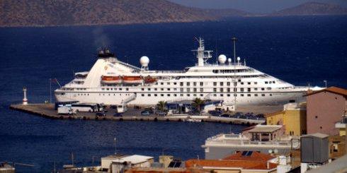 Κρουαζιερόπλοιο στο λιμάνι του Αγίου Νικολάου
