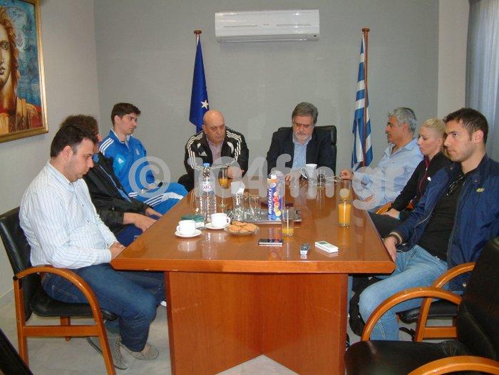 ο δήμαρχος Αγ. Νικολάου συναντά μέλη της Εθνικής Ομάδας Στίβου –Παίδων - Κορασίδων