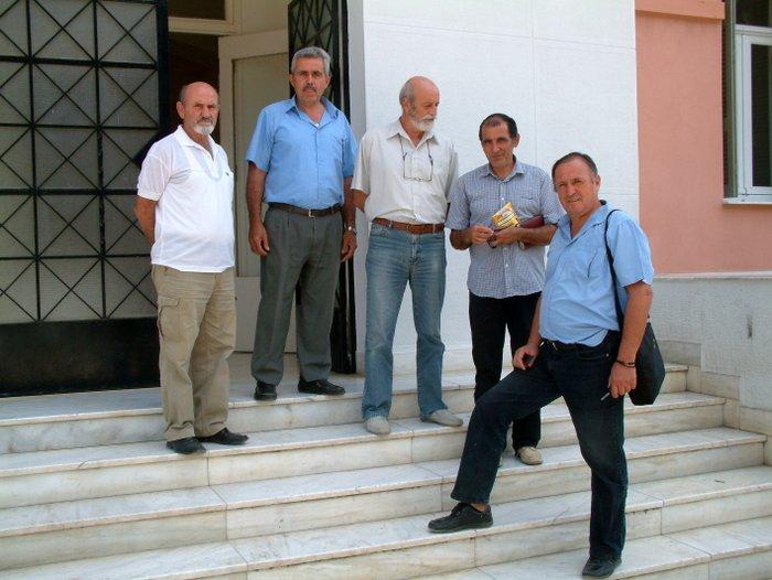 οι πέντε εκπρόσωποι για της Θρυφτή στο δικαστικό μέγαρο Νεάπολης