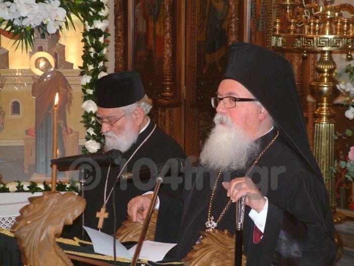 μετά την ομιλία ο πατήρ Ευάγγελος Παχυγιαννάκης με τον Μητροπολίτη Ιεραπύτνης και Σητείας Ευγένιο