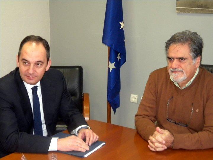 ο βουλευτής Λασιθίου της Ν.Δ. Γιάννης Πλακιωτάκης με τον δήμαρχο Αγίου Νικολάου Αντώνη Ζερβό