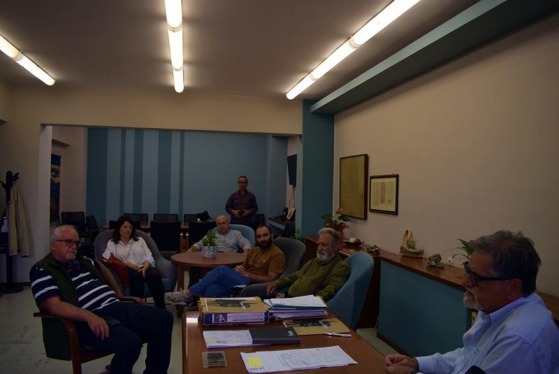 με τους επιχειρηματίες του πεζοδρόμου της 28ης Οκτωβρίου
