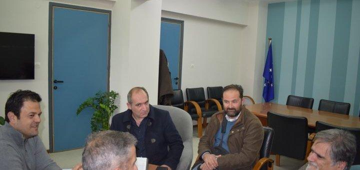 Ιδιοκτήτες και οδηγοί τουριστικών λεωφορείων στον δήμαρχο Αγ Νικολάου