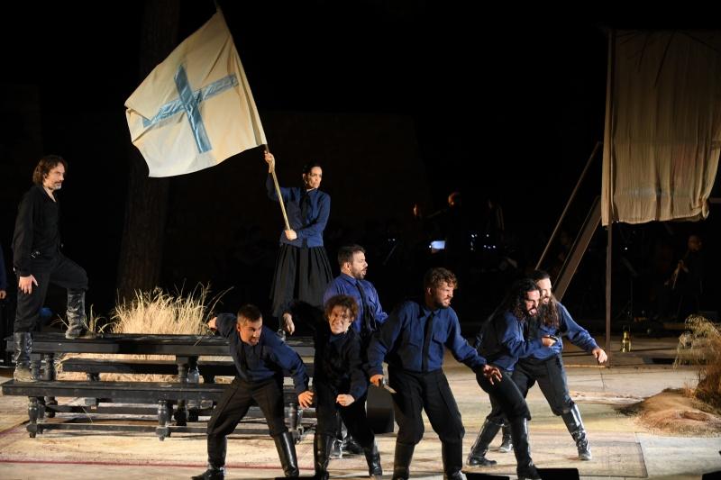 Καπετάν Μιχάλης, Τρίτη βράδυ στο κανάλι Ελούντας