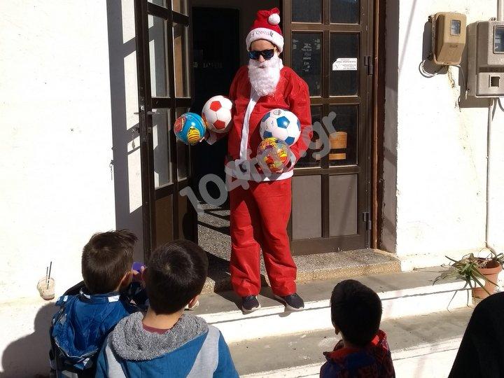 ο Άγιος Βασίλης έφτασε και στα Φλαμουριανά
