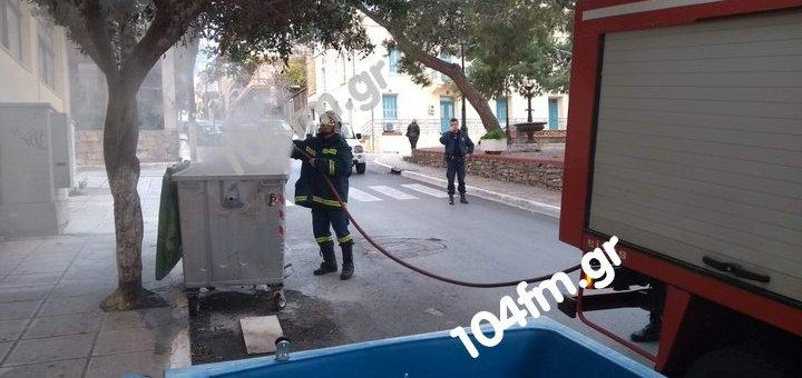 Καίγοντας κάδους απορριμάτων ....