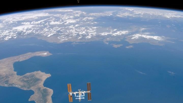 ο διεθνής διαστημικός σταθμός πάνω από την Ελλάδα κατά τη διάρκεια ημέρας