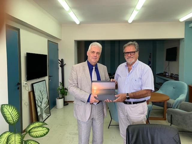 ο πρέσβης της Ρουμανίας στον δήμαρχο Αγίου Νικολάου