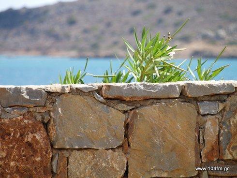 σε λίγο θα βλέπουμε, αν θα βλέπουμε, τις παραλίες μας πίσω από τοίχους ιδιωτών, στο όνομα της ανάπτυξης !!