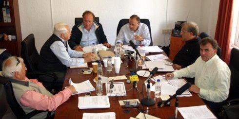 τα μέλη της Τ.Ε.Δ.Κ. Λασιθίου κατά τη συνεδρίαση