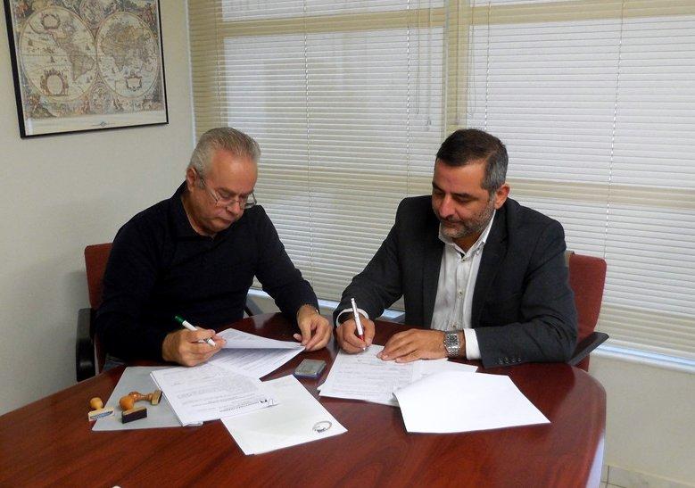 ο πρόεδρος και δήμαρχος οροπεδίου Λασιθίου, Γιάννης Στεφανάκης με τον Μπάμπη Αντωνακάκη