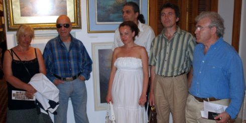 λίγο πριν τα εγκαίνια, καλλιτέχνες, ο πρόεδρος του Π.Ο.Δ.Α.Ν. και ο Μπότης Θασασσινός (αριστερά)