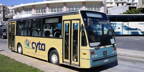 ένα από τα λεωφορεία του ΚΤΕΛ που θα εξυπηρετούν την αστική Συν-Κοινωνία