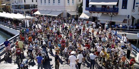 τόσα ποδήλατα στον Άγιο Νικόλαο, τα βλέπεις μια μέρα το χρόνο