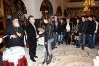 ο αντινομάρχης Λασιθίου Θεόδωρος Πατεράκης απονέμει ένα από τα βραβεία