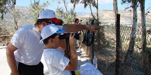 οι πιτσιρίκοι διδάσκονται πως να παρατηρούν τα πουλιά