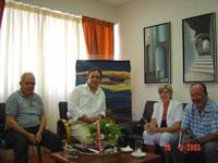 Το ζευγάρι με τον Δήμαρχο Αγ. Νικολάου